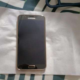 Samsung Galaxy S5 32gb with Original Black Wireless Charging Pad included.