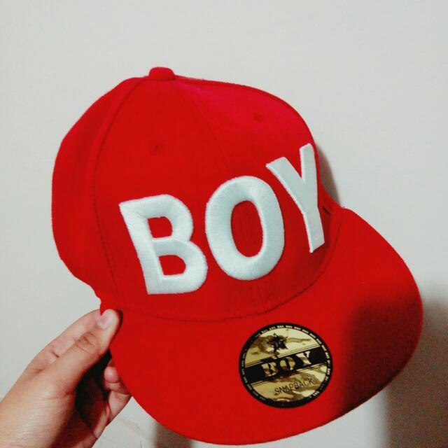 紅 BOY 鴨舌帽