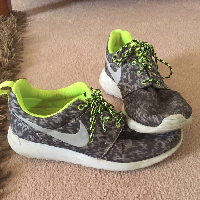 Nike Roche Sneakers