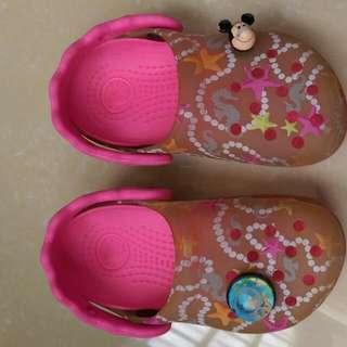 crocs 鞋