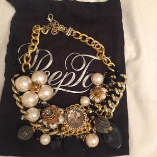 Peep Toe Necklace Black And Gold
