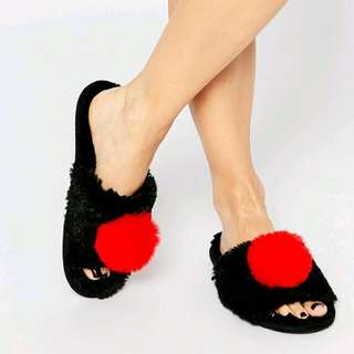 No You Didn't Pom Slippers 造型拖鞋