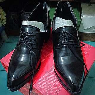🏴🎩低跟尖頭時尚皮鞋📌