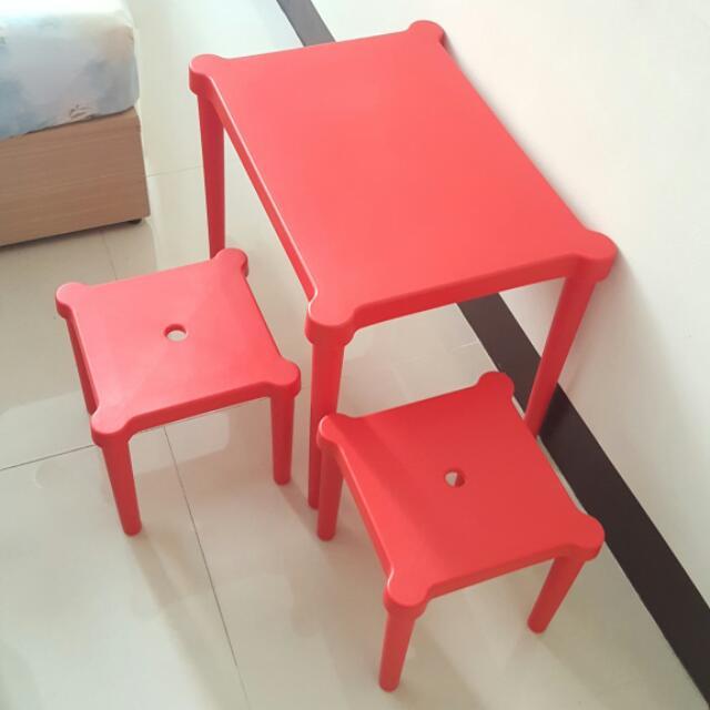 近全新。IKEA 紅色塑膠兒童桌椅 和式桌 套房搬家好用