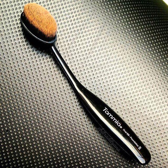 Tammia Oval Fondation Brush