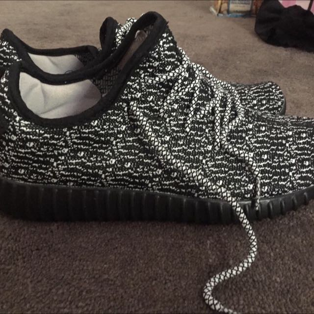 Yeezy Boost Size 9.5 Mens