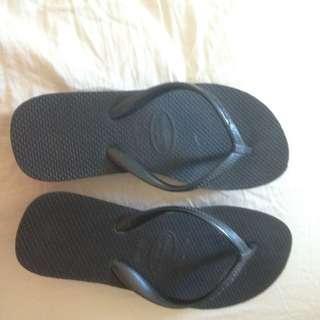 Black Havaianas Flip Flops Size 33-34 (2 Inch Wedge Heel)