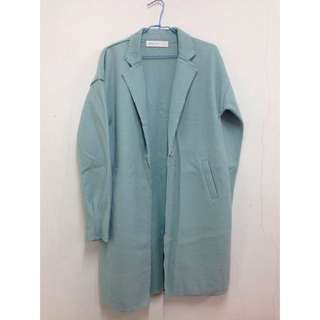 果綠色薄大衣