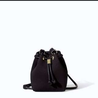 zara黑色水桶袋 Black Mini Neoprene Bucket Bag