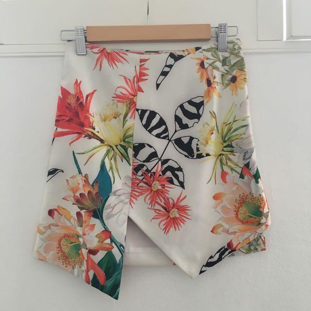 Asymmetric Hem Floral Mini Skirt