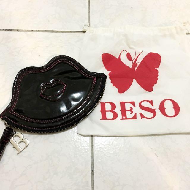 《Beso》嘴唇漆皮亮片小包