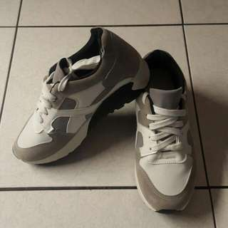 (出清)全新 慢跑鞋 麂皮 白鞋