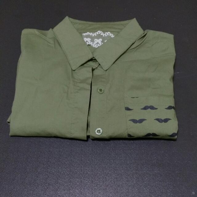 軍綠鬍子襯衫