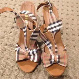 Cute Burberry Thick Wooden Heel!