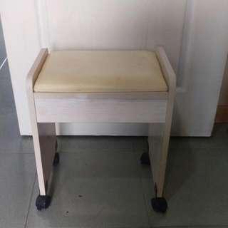 白色化妝椅(限台南市區自取)