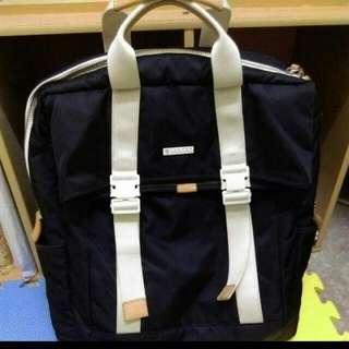 Porter 後背包,前面有夾層可以放筆電