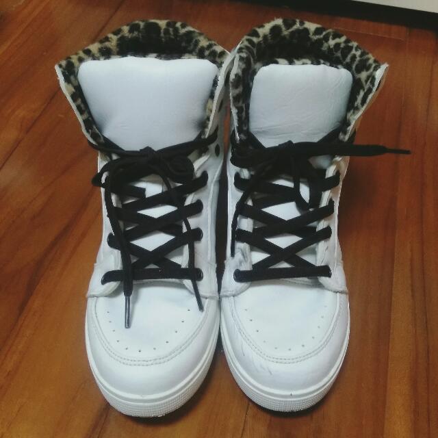 白色運動鞋25號