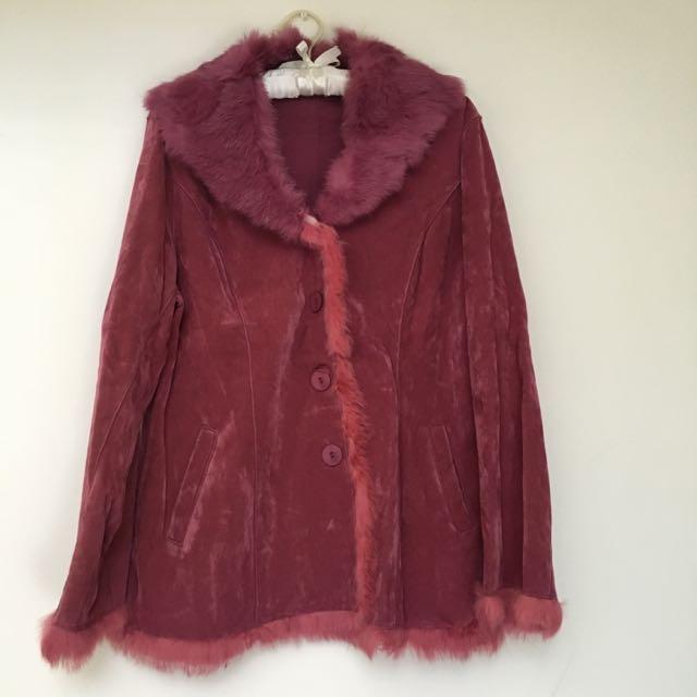 桃紅色毛領麂皮外套