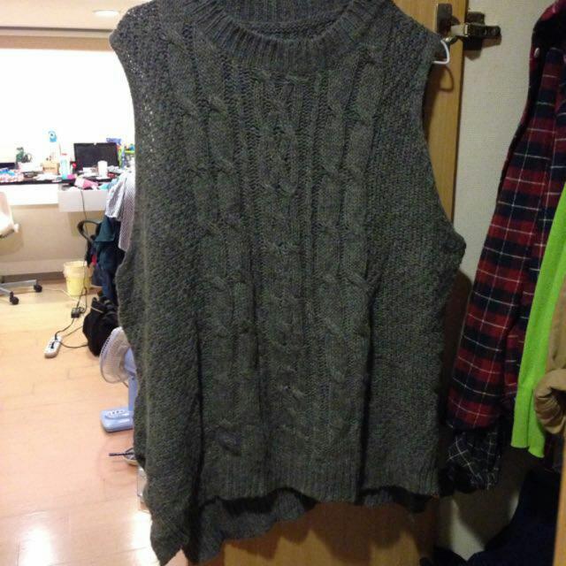 灰色毛衣背心