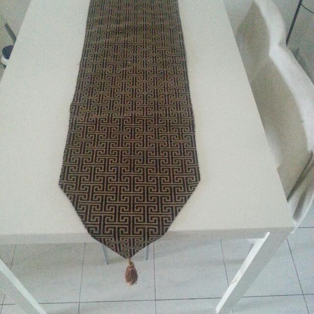 (Reserve) dining table with four chairs..still gd in condition..reduce price..sold