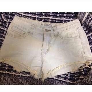 全新✨淺藍牛仔短褲/刷白