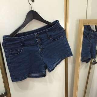 深藍色排扣短褲