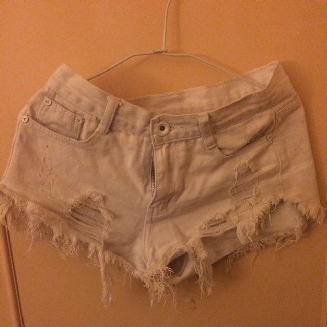 白色刷破牛仔短褲