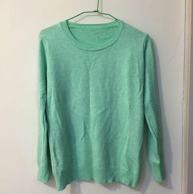 淡綠色細針織衣