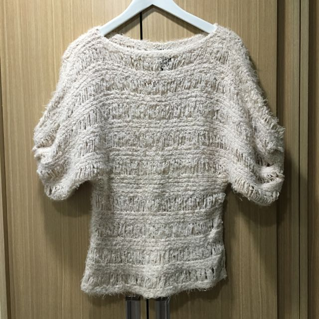 粉色針織毛衣