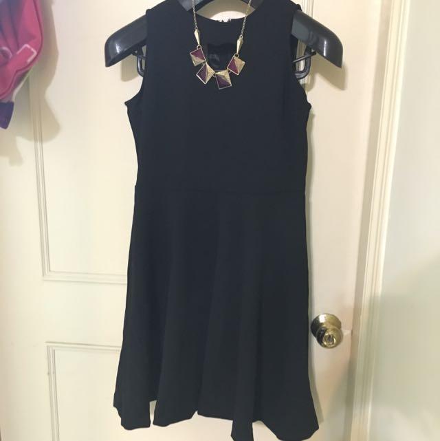 🆕✨全新 轉賣mignon 胸前愛心挖洞 黑 ㄧ件式 洋裝 連身裙