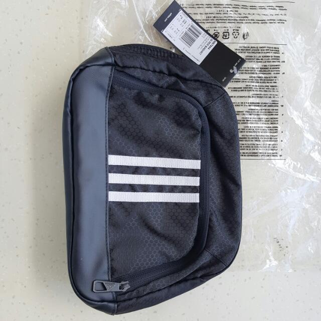 2e58c65e45 Adidas Washkit Bag (NEW)