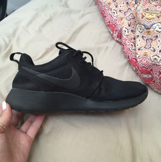 All Black Nice Roshe