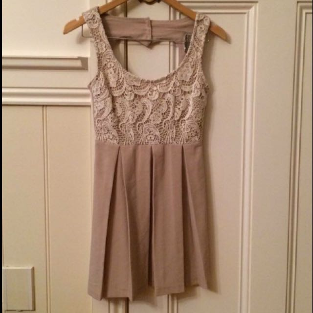 Cream Size 6 Dress