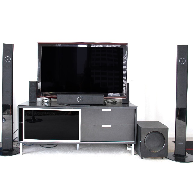 Samsung Home Theatre System with the tv table