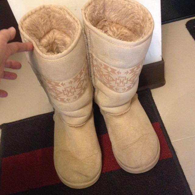 Uniqlo中筒雪靴