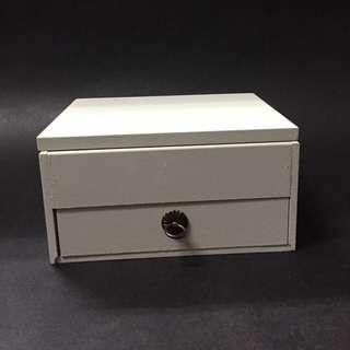 白色木製首飾盒附鏡