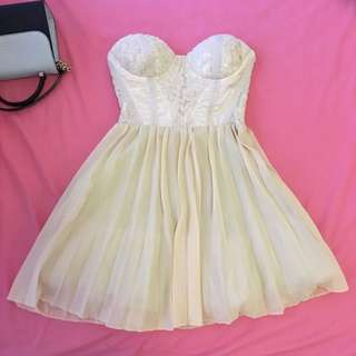 Paradisco Cream Lace Pleated Dress Size 6