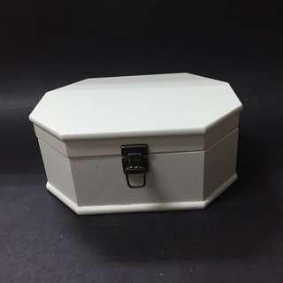 白色木製八角置物盒