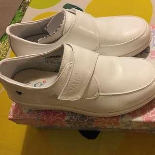 美而堅白皮鞋66號