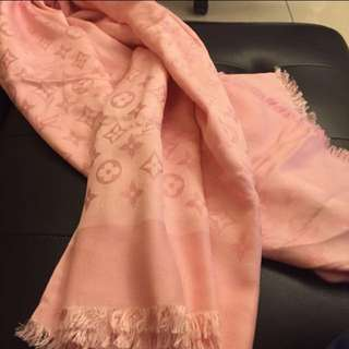 專櫃入 LV 圍巾 — 羊毛混絲材質