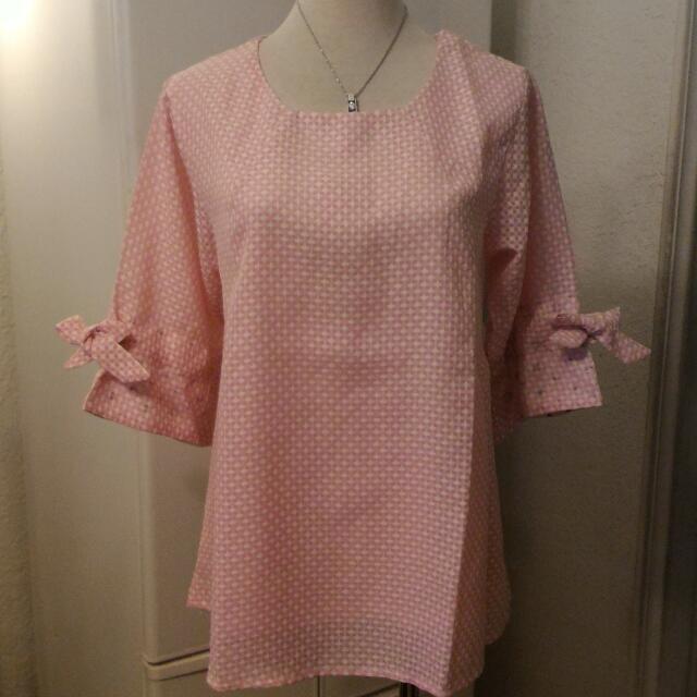 全新粉色上衣