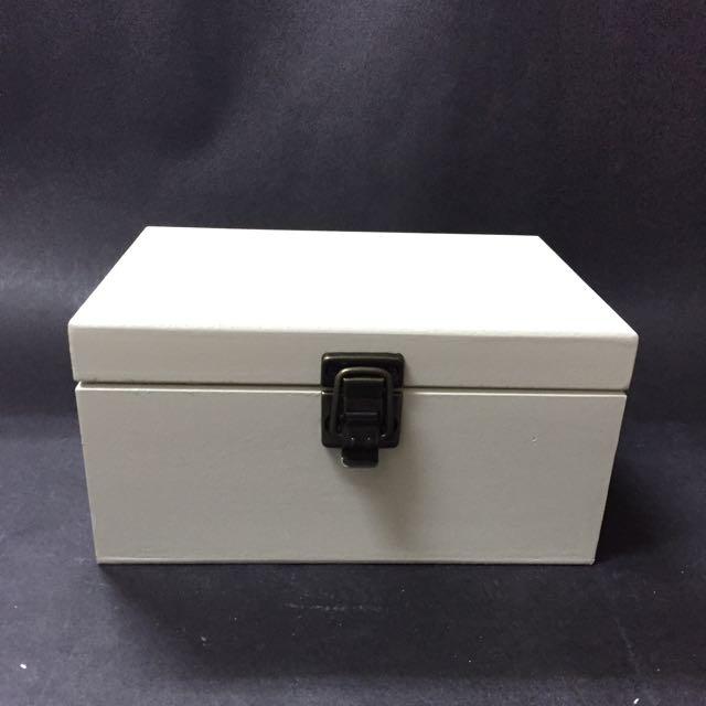 白色木製置物盒
