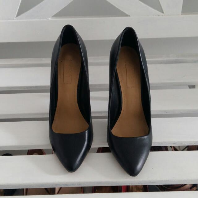Sirens Black Leather Point Heels Size 7.5