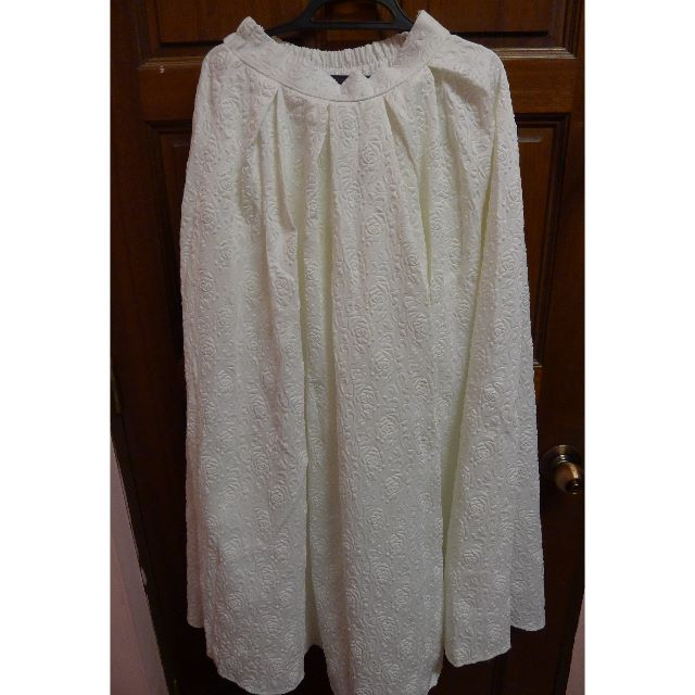 White Maxi Skirt with Rose Detail (FREE POSTAGE)