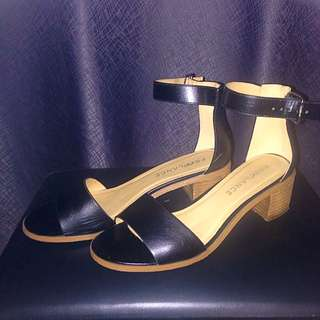 Freelance Black Sandals