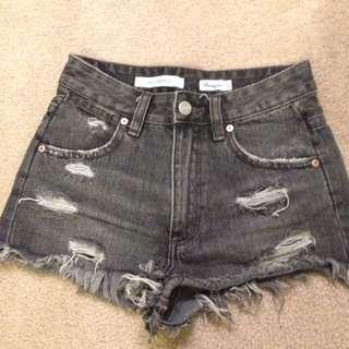 Hi cheeky Ripped Shorts (high waist)