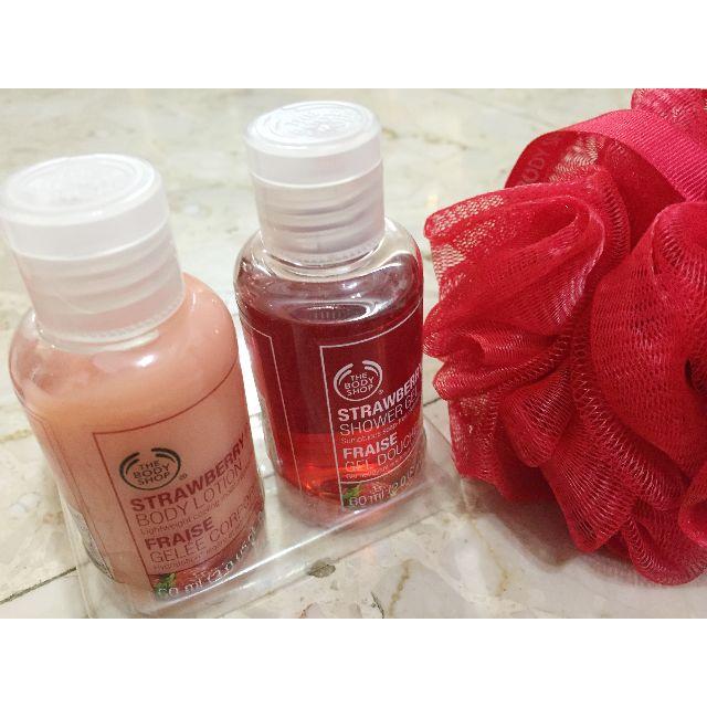 全新-美體小舖-草莓嫩白沐浴組