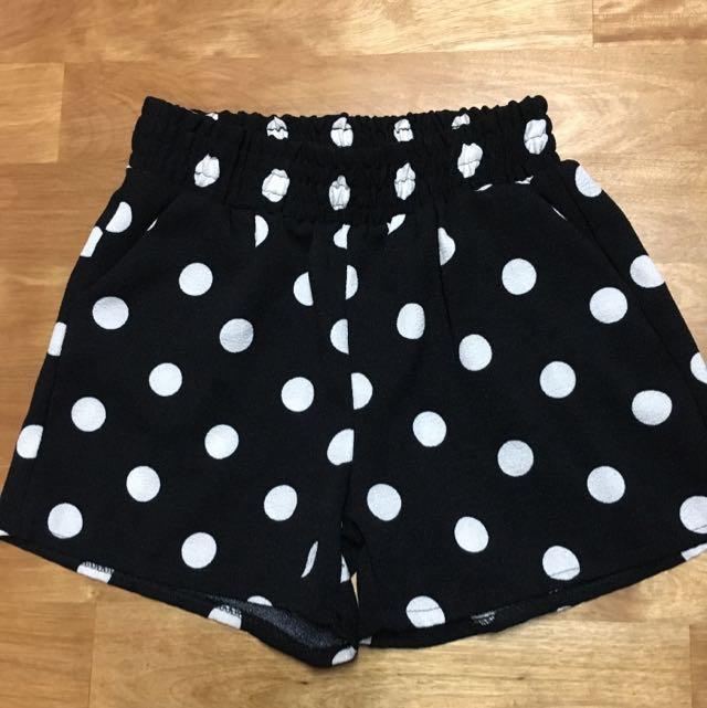 全新 黑色點點短褲
