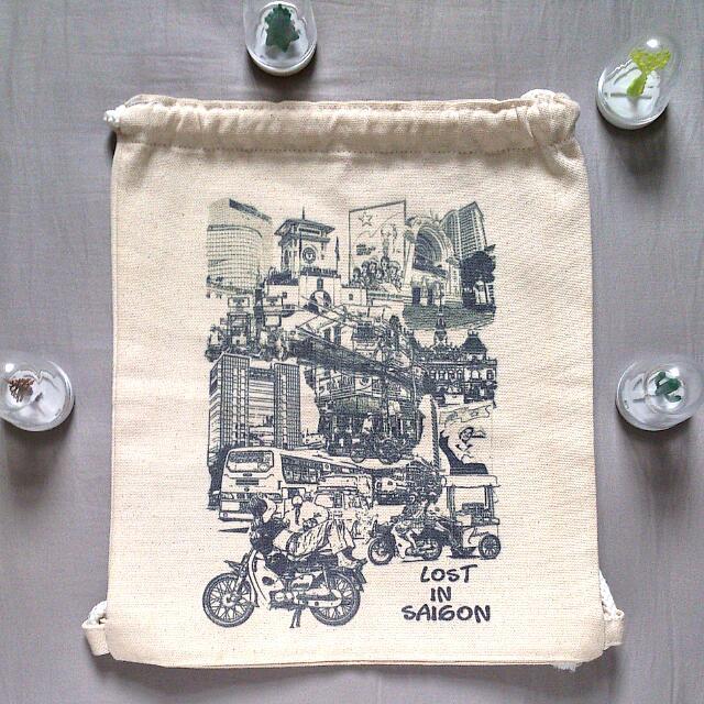 《鹿桑市集》全新免運 西貢 設計品 束口袋 後背包 全新