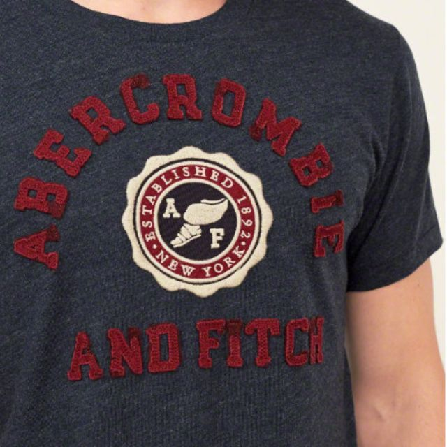 {型鹿}[現貨!] A&F Applique Logo Graphic Tee 深藍色學院風刺繡 Tee S*1